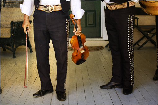 mariachi_wedding_players